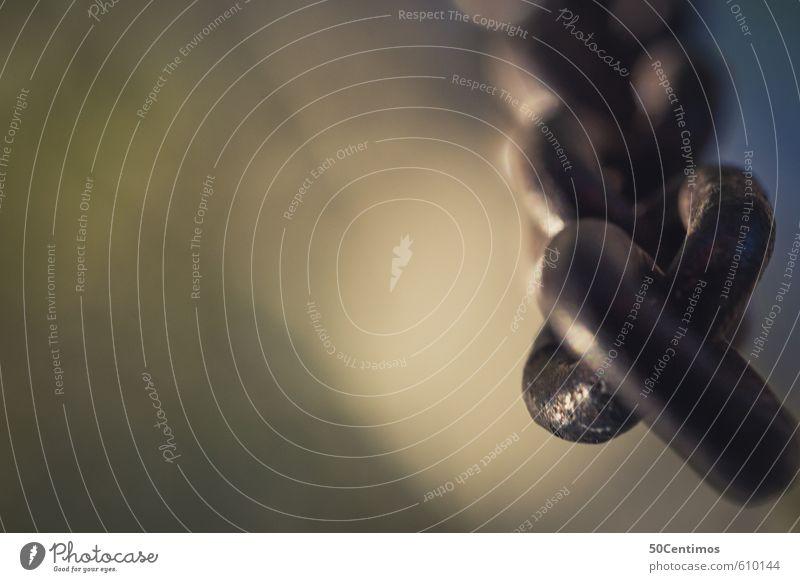 hängende Kette Kettenglied Metall Stahl grün schwarz Kontrolle Schutz Sicherheit Zusammenhalt Farbfoto Gedeckte Farben Nahaufnahme Detailaufnahme Makroaufnahme