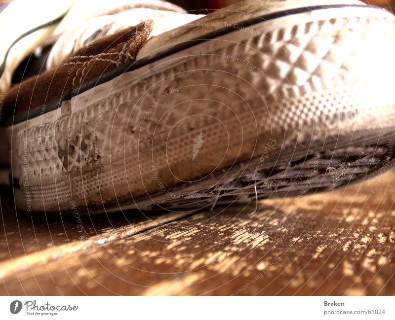 Shoebiduuu!!! Holz Schuhe dreckig Bodenbelag Chucks Gummi Schuhsohle