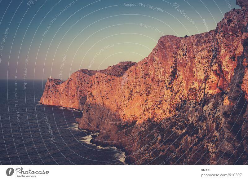 Es ist nicht aller Tage Abend Ferien & Urlaub & Reisen Umwelt Natur Landschaft Erde Sommer Wärme Felsen Berge u. Gebirge Küste Meer Leuchtturm Sehenswürdigkeit