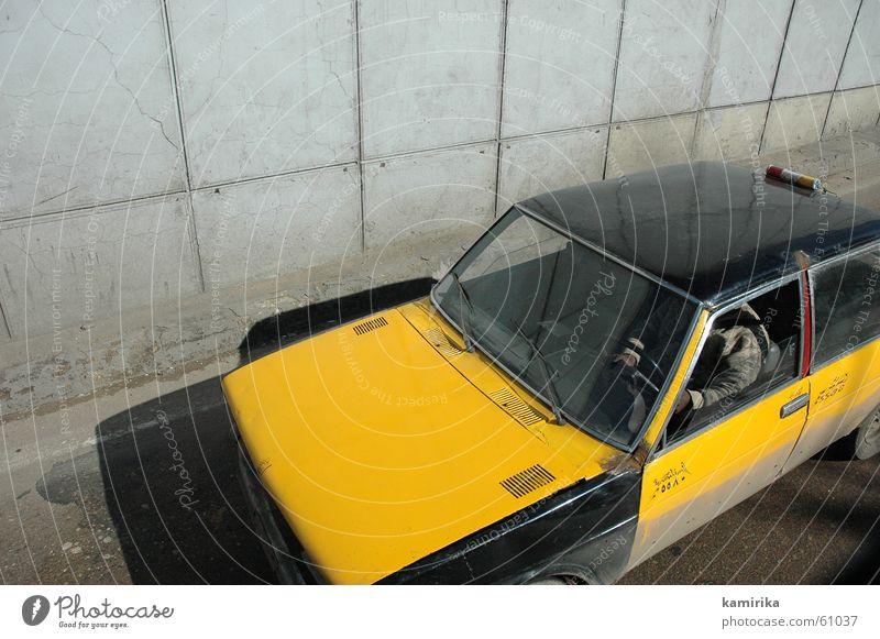 taxi #2 gelb Straße grau PKW Beton fahren offen Fußgänger Taxi Teer Ägypten Kairo Alexandria