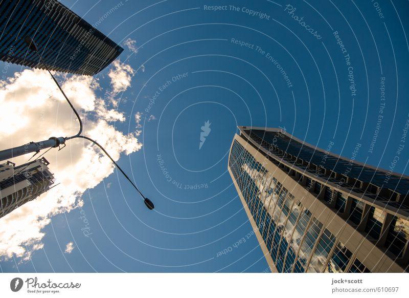 skyscraper city Städtereise Himmel Wolken Queensland Hochhaus Architektur Fassade hoch lang modern Klima Mittelpunkt Umwelt Straßenbeleuchtung gegenüber