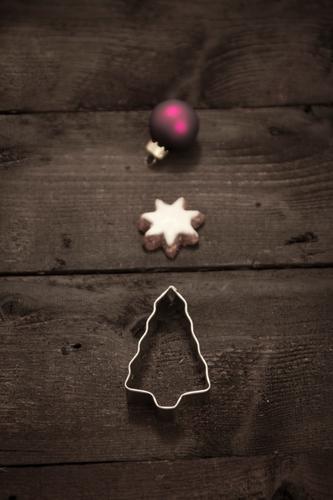 weihnacht Weihnachten & Advent Winter Holz Feste & Feiern braun Glas Stern (Symbol) Jahreszeiten violett Weihnachtsbaum Stahl Backwaren Christbaumkugel festlich