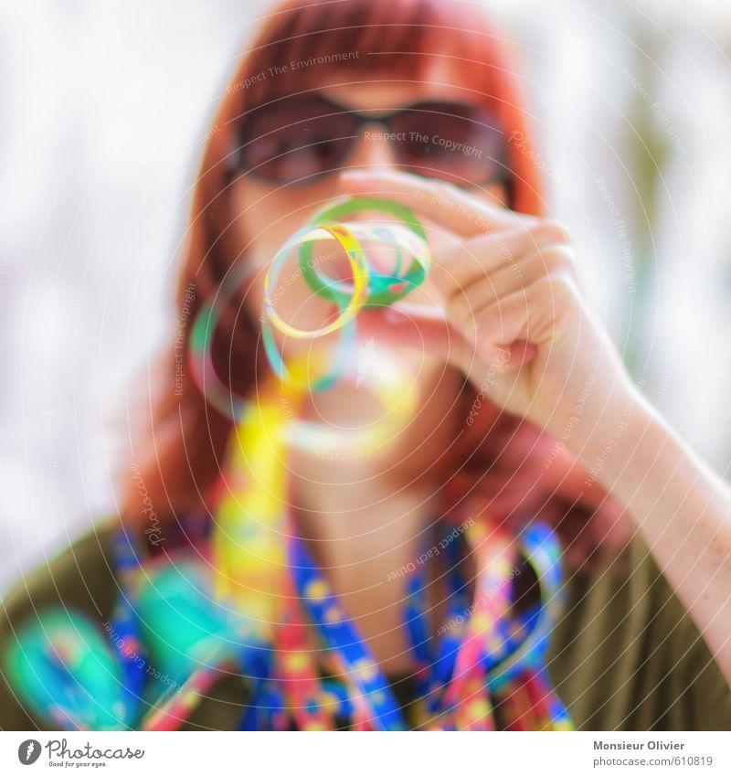 Luftnummer 1 Freizeit & Hobby Spielen Party ausgehen Feste & Feiern Karneval Silvester u. Neujahr Mensch feminin Junge Frau Jugendliche Kopf Sonnenbrille