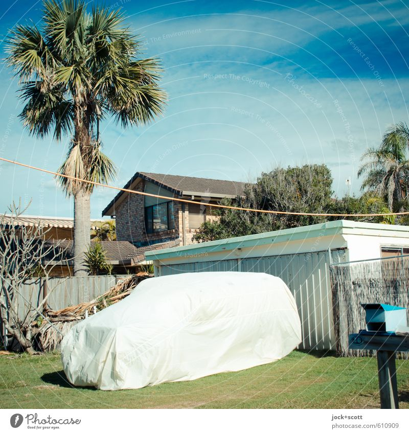 Car à la Christo Himmel blau grün Haus Ferne Wärme Lifestyle Idylle Häusliches Leben PKW Klima Schutz planen heiß exotisch Reichtum