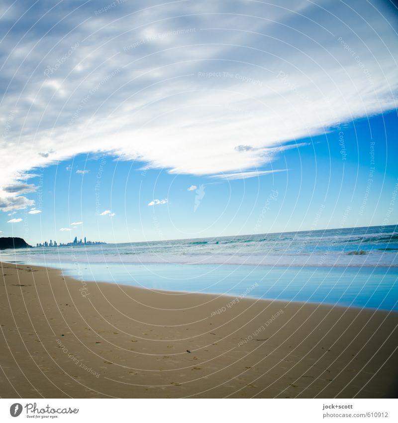 tilted Himmel blau Meer Wolken Ferne Strand Küste Sand Horizont Luft frisch frei Perspektive einzigartig Neigung Hoffnung