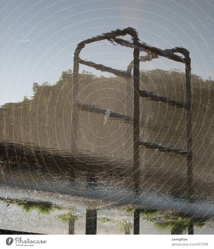 wass? nass Köln-Ehrenfeld Sommer Pfütze Reflexion & Spiegelung Stab entgegengesetzt gedreht Wasser spritzen Sonne Wassertropfen Himmel Turnen Metall