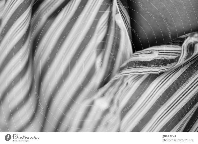 Äädürreshemde... Hemd Streifen Knöpfe dunkel Falte Bekleidung schwarz weiß Mann Linie hell geschlossen Detailaufnahme wenig haut man T-Shirt chemise line stripe