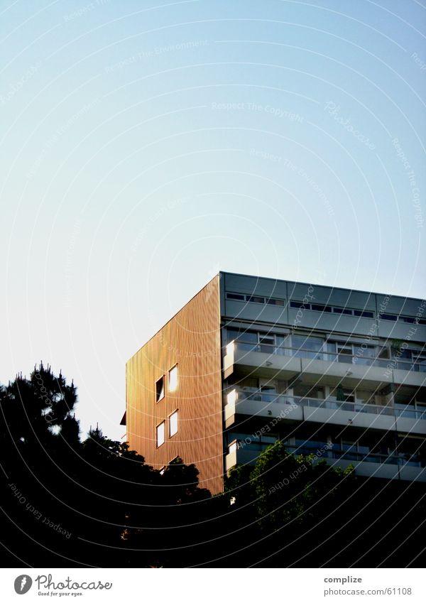 wohnzentrum west Haus Siebziger Jahre blau Sonnenstrahlen Köln-Ehrenfeld Balkon Hochhaus Fenster Baum braun Wohnung Ferien & Urlaub & Reisen flau Langeweile