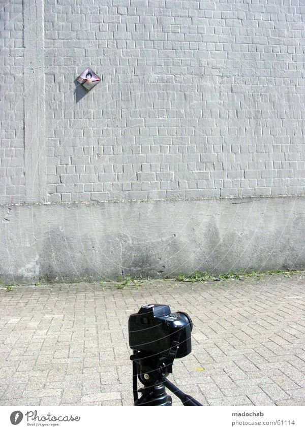 PANIK ruhig Leben Wand grau Mauer Fotografie Brand Perspektive Industrie gefährlich trist Frieden bedrohlich Fotokamera obskur