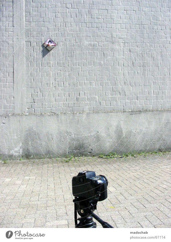 PANIK Wand brennen gefährlich grau trist Fotografie perspektivlos alternativ Lücke Brand ruhig Industrielandschaft obskur Fotokamera Leben bedrohlich Frieden