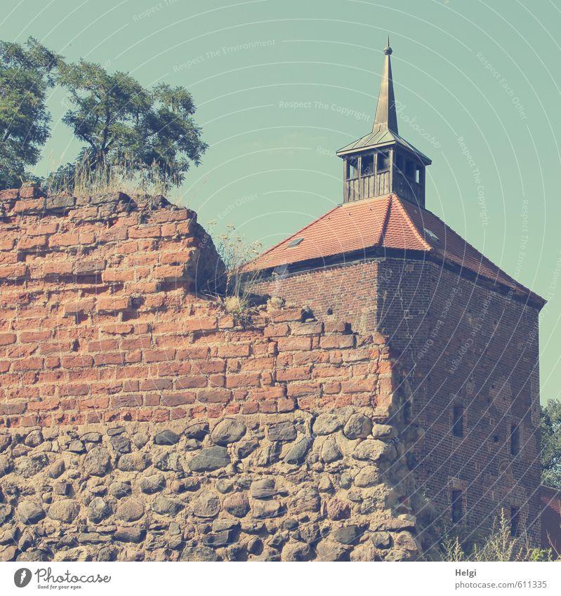 alles nur Fassade | historisch... blau alt Sommer Baum rot Wand Gebäude Architektur Mauer grau stehen Tourismus authentisch Ausflug kaputt Turm