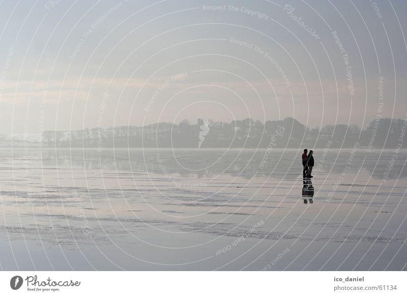 Eisige Ruhe - Insel Rügen Mensch Himmel Wasser Ferien & Urlaub & Reisen Strand Winter ruhig Einsamkeit Ferne grau träumen See Paar Zusammensein gehen