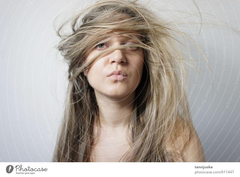 Mensch Frau Jugendliche schön Junge Frau weiß Erotik Mädchen 18-30 Jahre Gesicht Erwachsene Auge Gefühle Bewegung lustig feminin