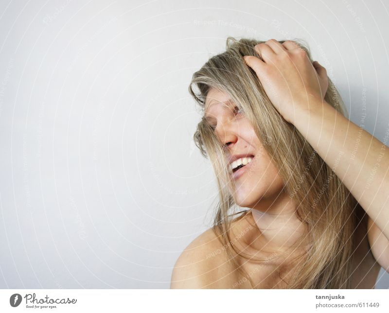 Junge lächelnde Frau Reichtum Stil Glück schön Haut Gesicht Maniküre Schminke Wellness Mädchen Junge Frau Jugendliche Erwachsene Kopf Haare & Frisuren Auge