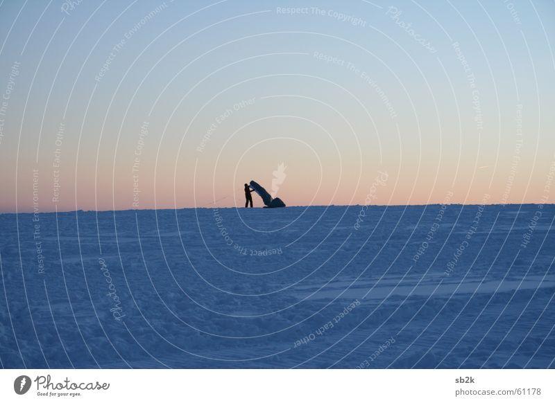 Am Ende Kiting Wasserkuppe Sonnenuntergang Nachmittag Fallschirm rot weiß dunkel Drache Schnee Abend Regenschirm blau hell Schatten