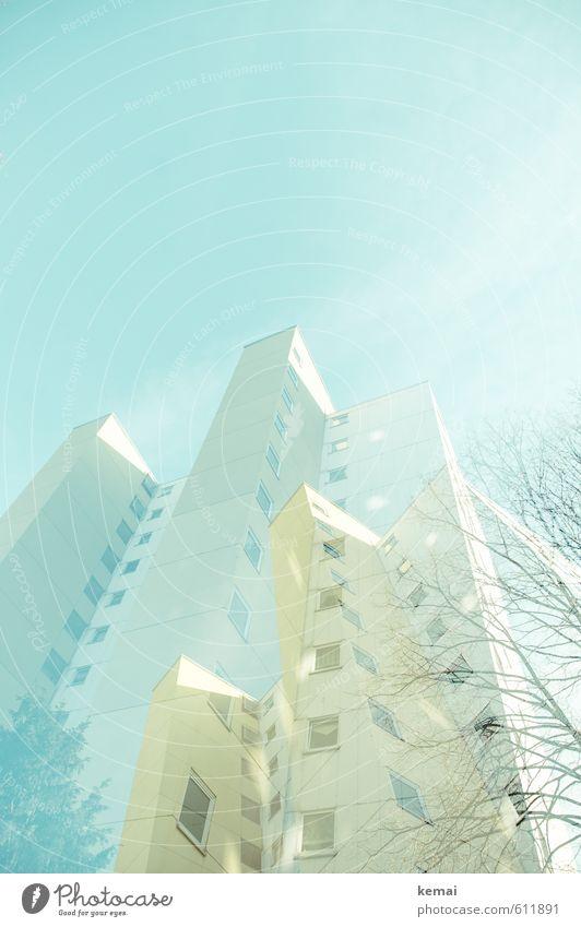 Ludwigshafener Hochhausghetto Himmel Schönes Wetter Baum Stadt Stadtrand Haus Mauer Wand Fassade Fenster hoch blau gelb kahl trist Farbfoto Gedeckte Farben