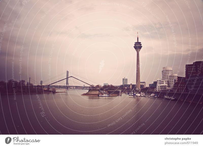 Düsseldorf - Medienhafen Städtereise Stadt Skyline Hafen Bauwerk Gebäude Architektur Fernsehturm Brücke Sehenswürdigkeit Wahrzeichen modern medienhafen Zollhof