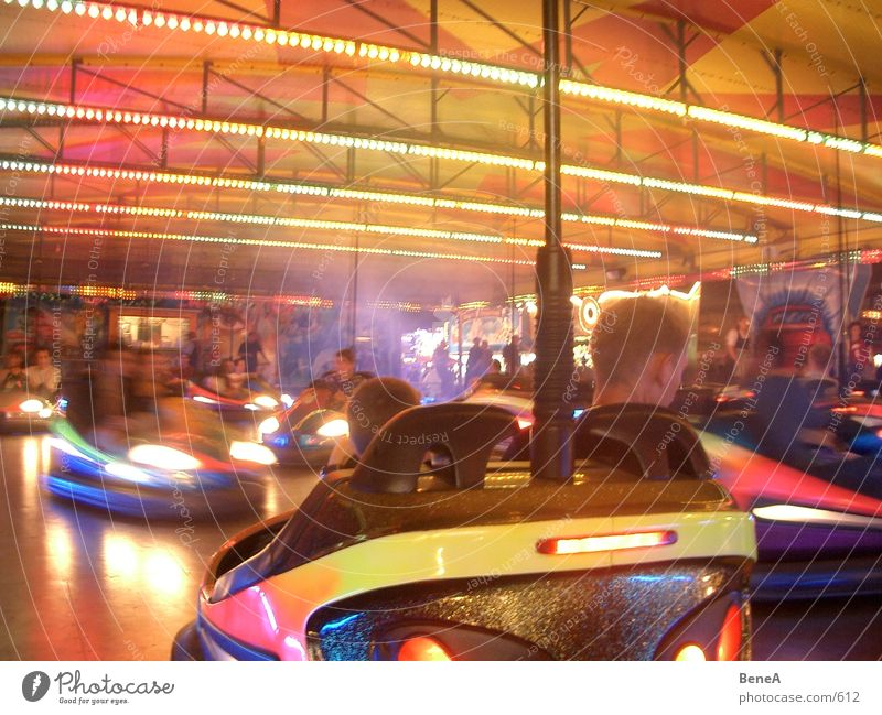Autoscooter Freude PKW Feste & Feiern Club Jahrmarkt Oktoberfest Fahrgeschäfte Frühlingsfest