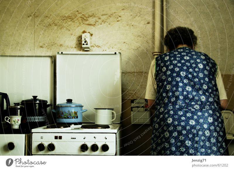 Kochstelle. Frau Häusliches Leben Küche Kochen & Garen & Backen Familie & Verwandtschaft Topf Herd & Backofen Arbeitsbekleidung Schürze