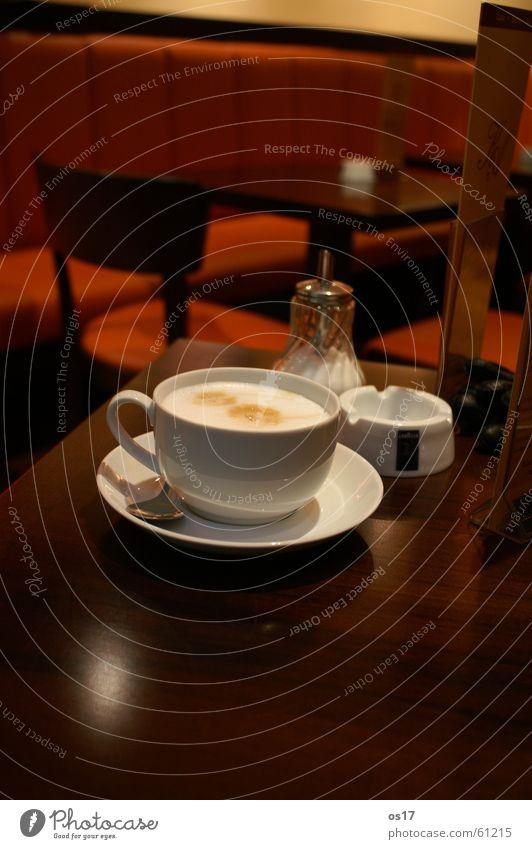 Café Latte Tisch Holztisch Zucker braun Kaffee café. café latte cappucino milchschaum orange