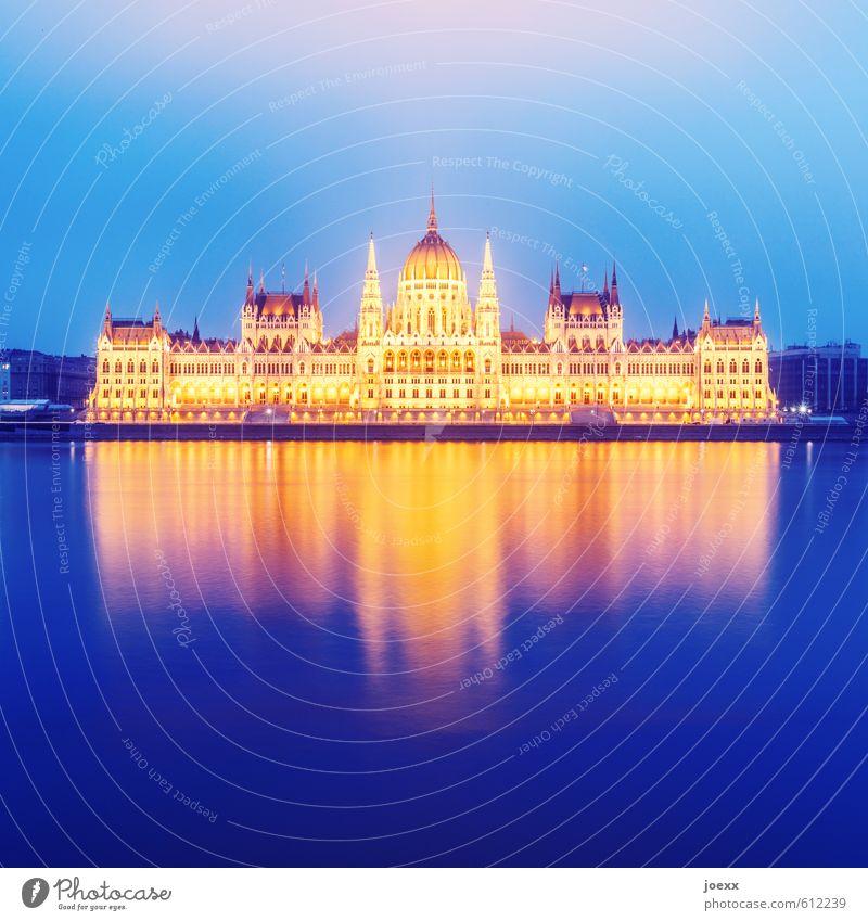 Gold Himmel schön Wasser kalt Architektur hell elegant Nebel groß Kultur historisch Bauwerk Flussufer Sehenswürdigkeit Hauptstadt gigantisch