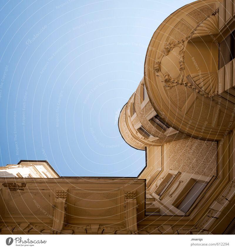 Palast Häusliches Leben Wolkenloser Himmel Schönes Wetter Haus Bauwerk Gebäude Architektur alt gigantisch groß oben Dekadenz Reichtum Perspektive Jugendstilhaus