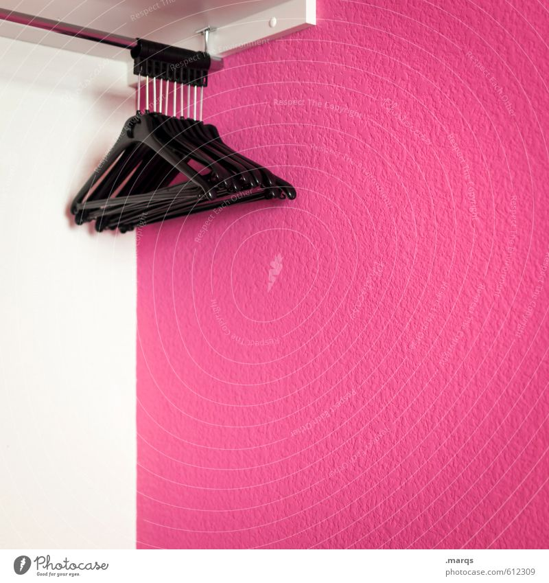Ordnung Stil Häusliches Leben Schlafzimmer Kleiderbügel Kleiderschrank Bekleidung ästhetisch einfach rosa schwarz weiß Farbe entkleiden leer sortieren aufhängen
