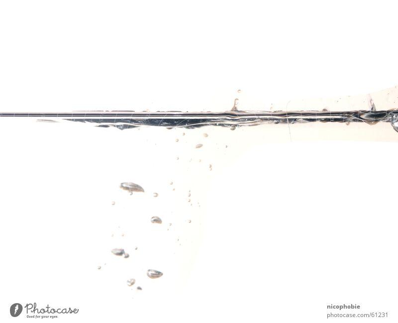 Oberfläche Unterwasseraufnahme Mineralwasser blasen bläßchen Blase Wasser water bubbles under surface Blubbern