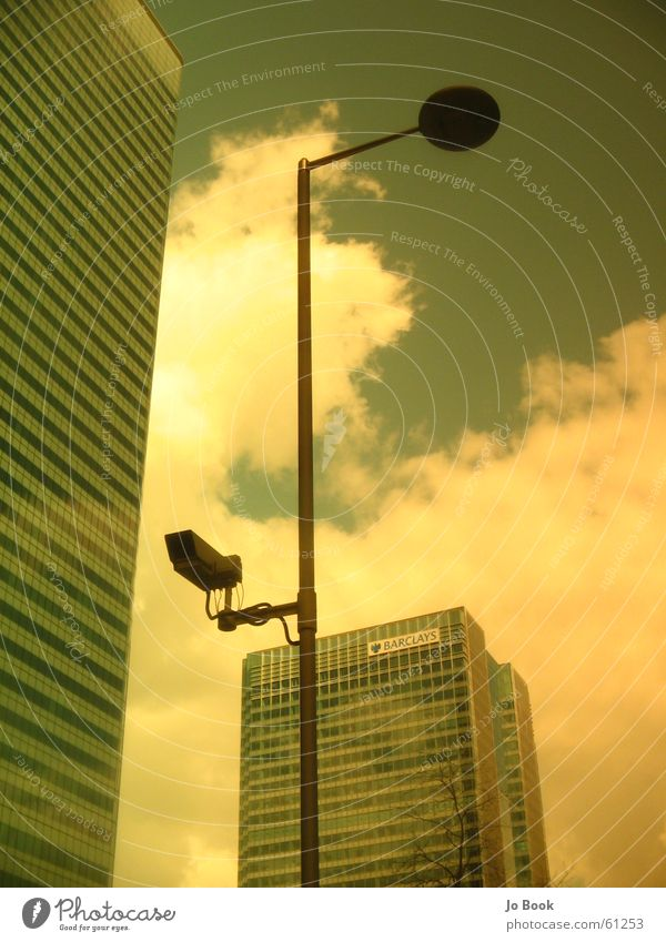 Londiapushing Wolken Himmel Hochhaus Canary Wharf Überwachung Ladengeschäft clouds sky money camera supervision Filter Arbeit & Erwerbstätigkeit