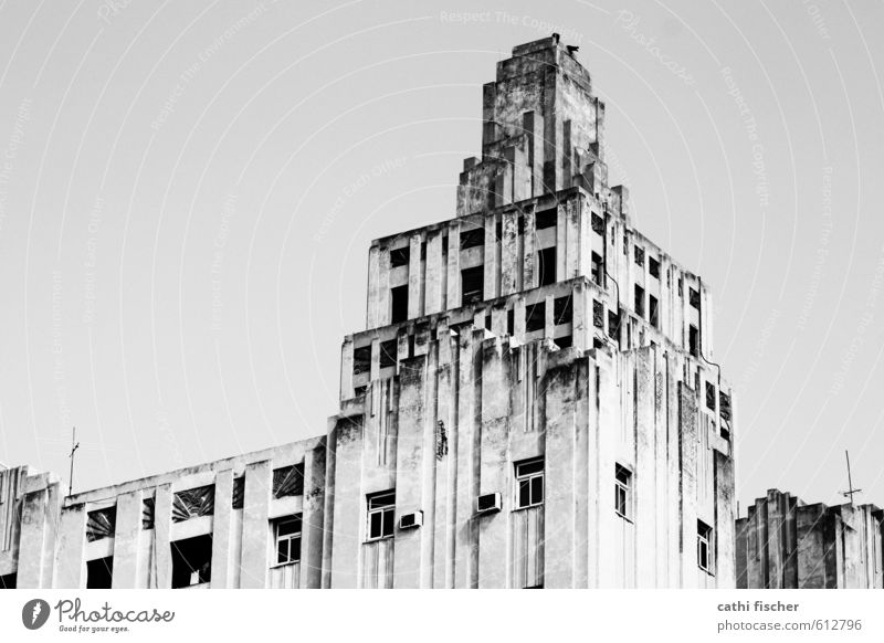 Lopez Serrano - Havanna alt weiß Haus schwarz kalt Wand Gebäude Mauer Architektur grau Fassade Hochhaus groß hoch bedrohlich Bauwerk