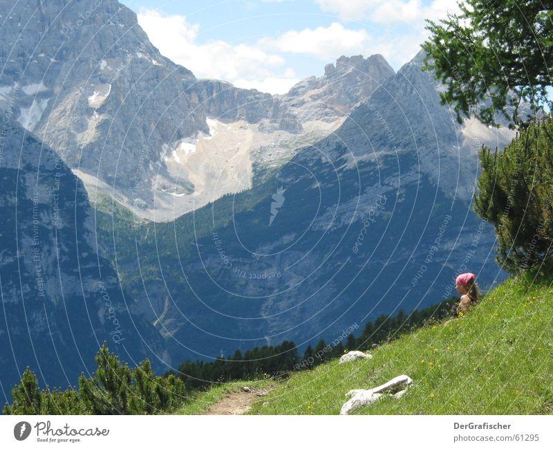 Heidi? Alm Wiese Bergwiese wandern Pause Kopftuch Fernweh Ferne ruhig Panorama (Aussicht) Tourismus Frau Einsamkeit Stein massiv Berghang Am Rand Wolken