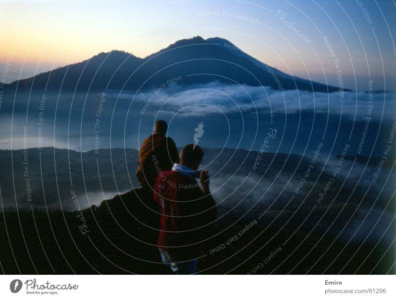 Blick vom Vulkan Bali Aussicht Morgen Wolken Mount Batur Sonnenaufgang Ferne Himmel Mensch