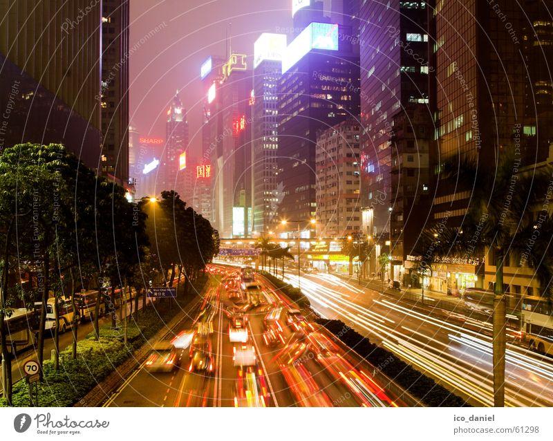 Hong Kong Lights Feierabend Wind Nebel Hochhaus Gebäude Verkehr Verkehrsmittel Verkehrswege Berufsverkehr Straßenverkehr Autobahn Ampel Fahrzeug Bahnübergang