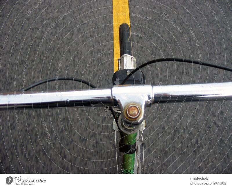 GERADEAUS - Fahrrad Lenker Fahrradlenker fahren POV Freude Sommer Fahrradfahren Wind Verkehr Verkehrswege Straße Bewegung frei Geschwindigkeit gelb grau grün