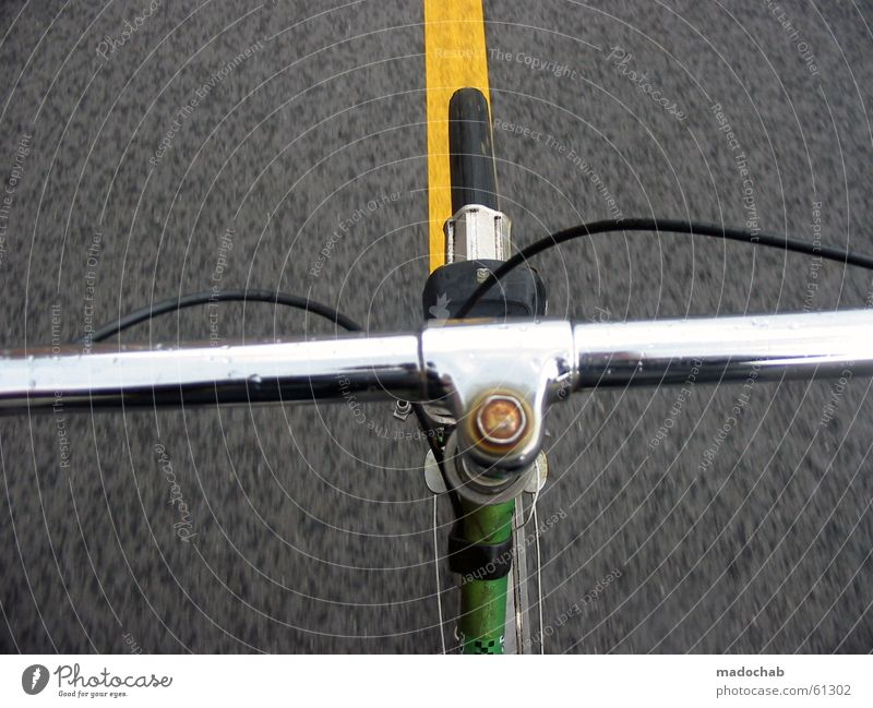 GERADEAUS grün Sommer Freude gelb Straße Bewegung grau Wind Fahrrad frei Verkehr Geschwindigkeit Verkehrswege silber Fahrradfahren heimwärts