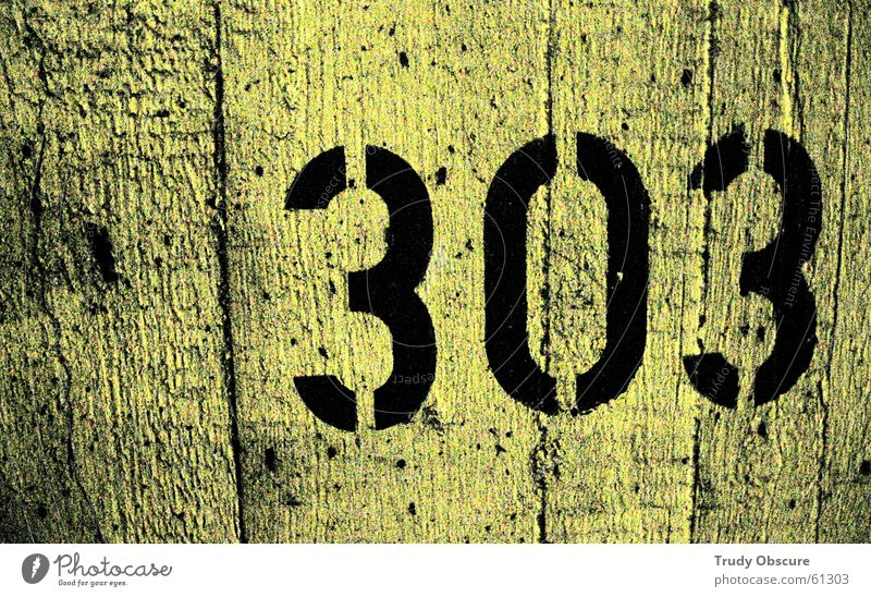 postcard no. 303 Hintergrundbild Wand Mauer Oberfläche Beton Ziffern & Zahlen gelb schwarz Parkhaus Parkplatz rückwand betrag autoparkplatz