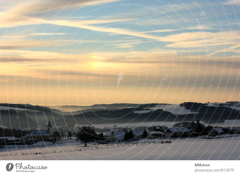 Es war einmal Himmel blau Landschaft ruhig Wolken Haus Winter Ferne Schnee Religion & Glaube Horizont Stimmung Eis orange Tourismus Kirche