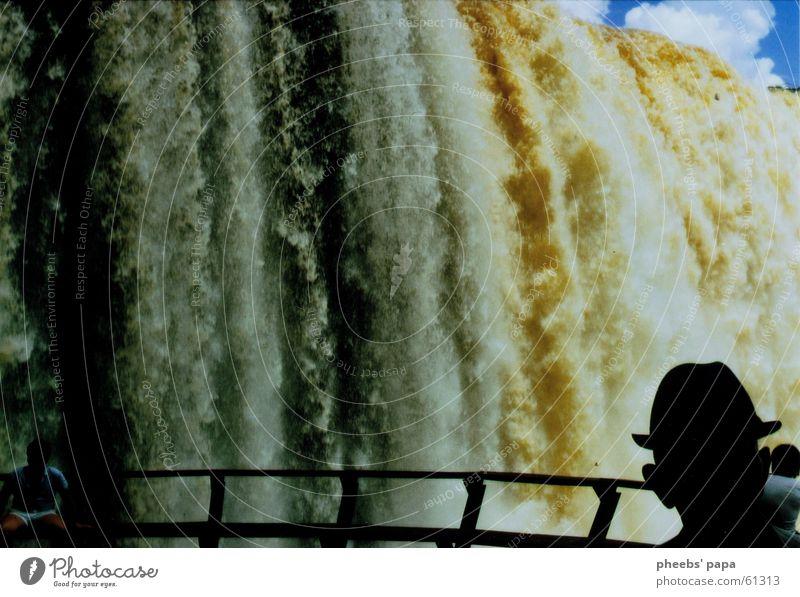 Iguazú Elektrizität Silhouette Macht Wolken Wasser Wasserfall Fluss Iguazu Fälle paraguay Hut Mensch Schatten Geländer Brücke groß Himmel blau