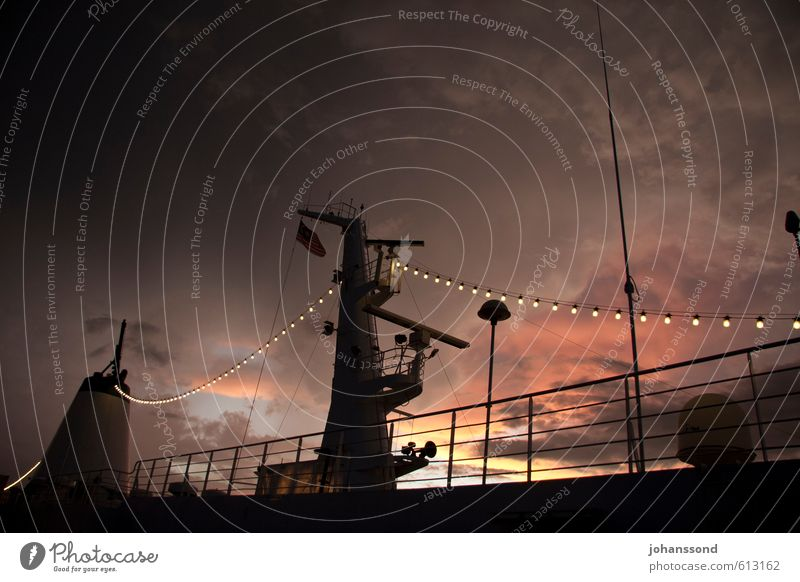 Himmelszelt Güterverkehr & Logistik Wolken Gewitterwolken Sonnenaufgang Sonnenuntergang Schifffahrt Passagierschiff Lampe Radarstation bedrohlich grau orange