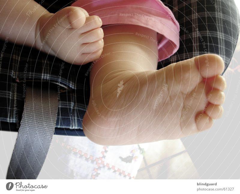 Sweet Feet Baby Kleinkind Fuß feet child sitzen Sitzgelegenheit sophie