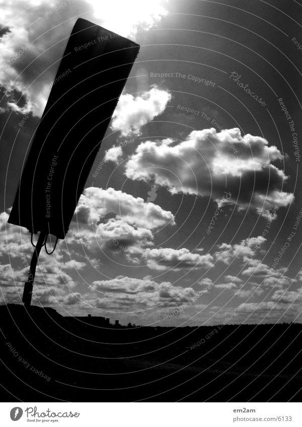 sonnenschild Sonne schwarz Wolken Architektur Schilder & Markierungen Schutz