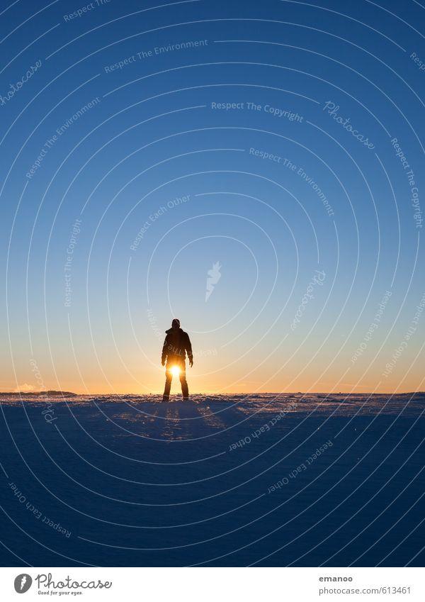 Wintermann Mensch Himmel Natur Ferien & Urlaub & Reisen Mann blau Sonne Erholung Freude Winter Ferne kalt Erwachsene Berge u. Gebirge Schnee Beleuchtung