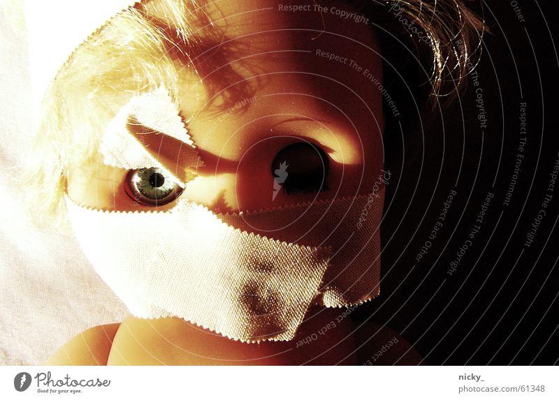 shut the fu** up Licht dunkel böse Bett blond zusätzlich Leiche Zombie Puppe püppie emmy hell Schatten Auge schäbig frech mag sie jonas Tod