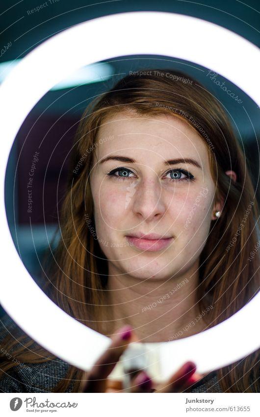 Ring Ring Ring Mensch Frau Jugendliche schön Junge Frau 18-30 Jahre Gesicht Erwachsene natürlich feminin Stil Haare & Frisuren glänzend leuchten elegant Haut