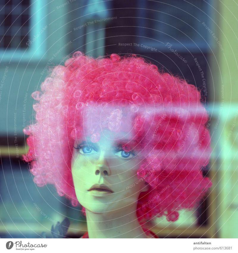 Jeck Jedöns Mensch Jugendliche Stadt schön Junge Frau 18-30 Jahre Gesicht Erwachsene Fenster Auge feminin Haare & Frisuren Feste & Feiern Kopf rosa ästhetisch