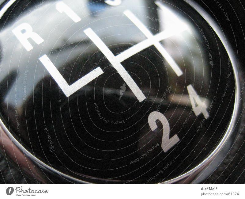Schalten? rückwärts KFZ 1 2 3 4 5 PKW schalten schwarz weiß Reflexion & Spiegelung Keule Gangschaltung Kupplung Knauf schaltknauf Ziffern & Zahlen Linie