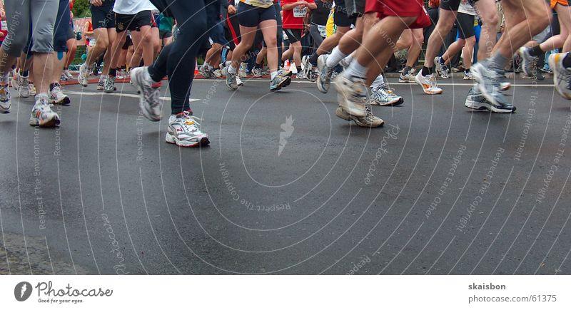 feel the road Gesundheit Spielen Ferne Sport Leichtathletik Sportler Sportveranstaltung Erfolg Joggen Energiewirtschaft Beine Fuß Straße Wege & Pfade Schuhe