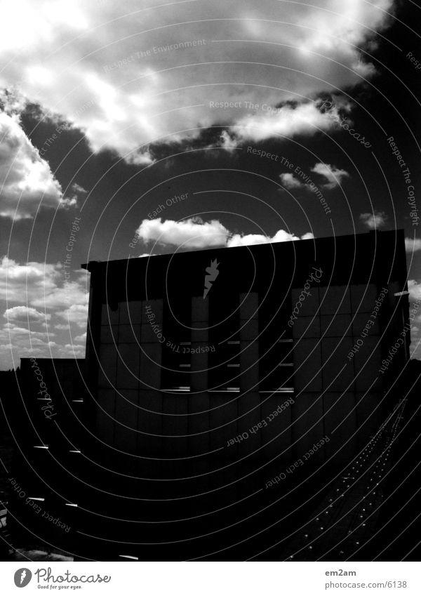 HMMMMMMEL massiv Sommer schwarz Architektur wplken alt Brücke Sonne