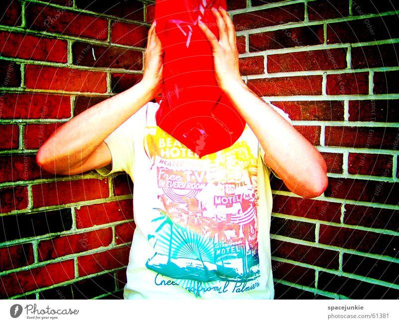 plastic bag (1) Mensch Wand Angst T-Shirt Backstein Plastiktüte