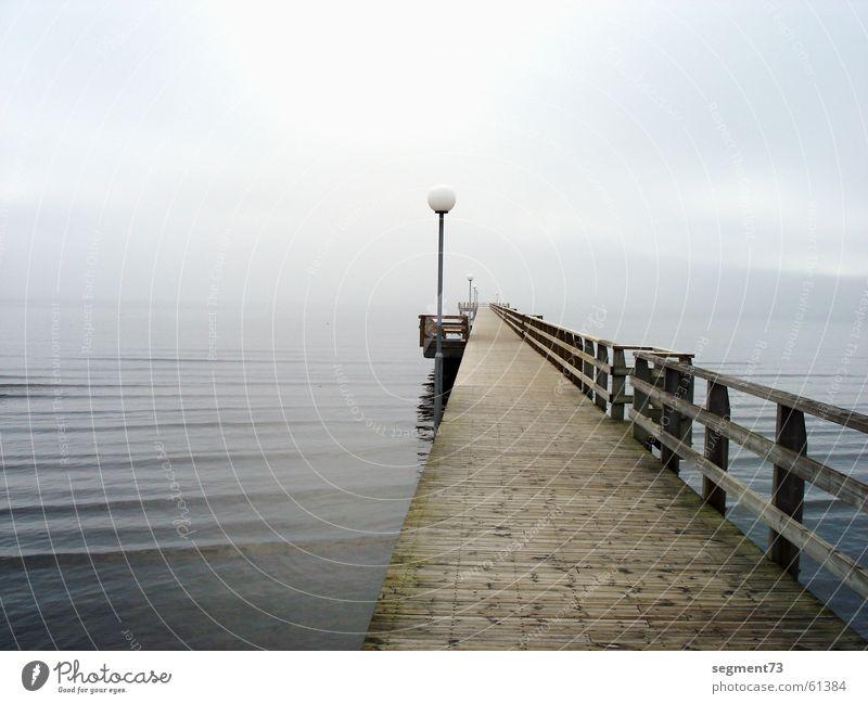 Steg am Morgen See Meer Holz Lampe Nebel Strand gehen Ostsee Brücke Wasser Wege & Pfade hell blau Nordsee